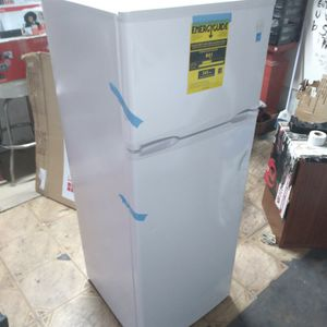 New Avanti Refrigerator/ Freezer 7.4 Cuft for Sale in City of Industry, CA