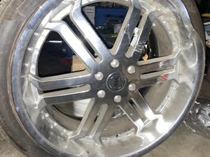 """MAG 24"""" Wheel Used 2 Good Rims 6 Lug Fits Chevy Tahoe for Sale in Rialto, CA"""