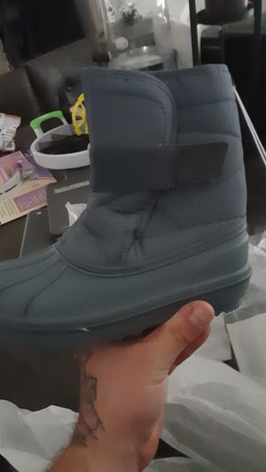 Kids snow boots sizes sizes 13 1 and 3 for Sale in Hanover Park, IL