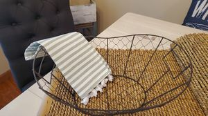 Farmhouse chicken wire basket for Sale in Arnold, MO