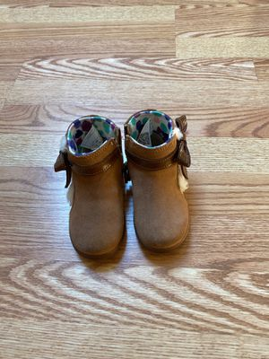 Toodler girl UGG boots. Size 6.5. for Sale in Ossining, NY