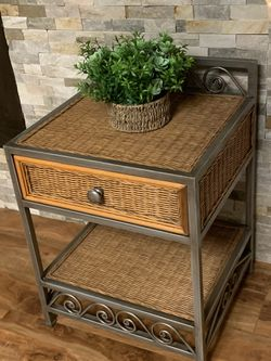 "Metal / Natural Wicker Side Table !!! 18"" D 20"" W 24"" H for Sale in Vancouver,  WA"