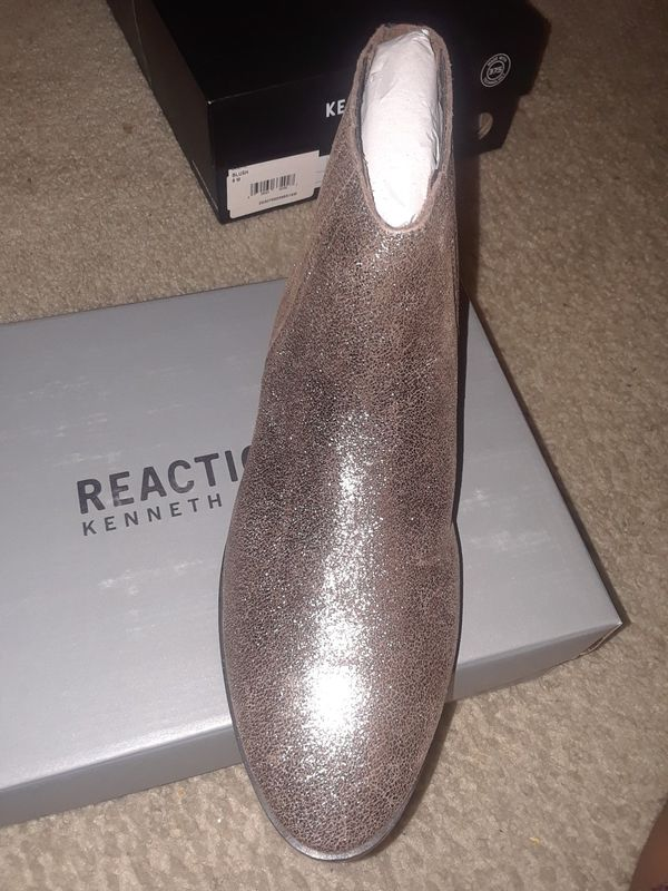 KENNETH COLE REACTION Y GORED ANKLE BOOTS