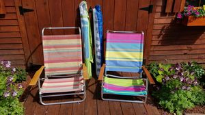 2 BEACH CHAIRS AND 2 BEACH UMBRELLAS. PICK UP MIDDLEBORO ONLY for Sale in Middleborough, MA