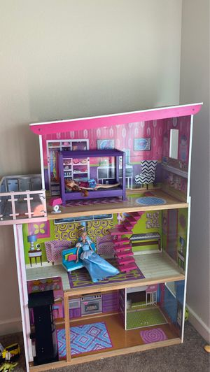 Dollhouse over 3ft tall for Sale in NM, US