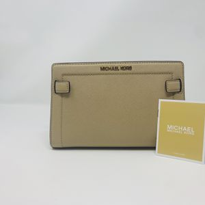 Michael Kors Crossbody Bag Beige for Sale in Boynton Beach, FL