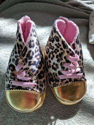 New juicy couture crib shoes size 3 for Sale in West Palm Beach, FL