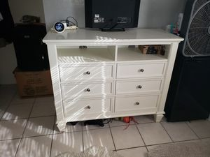 **6 Drawer White Dresser in Great Condition!!** for Sale in Phoenix, AZ