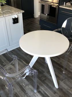 Crate and Barrel small dinette table for Sale in Pittsburgh,  PA