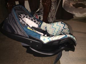 Car seat and swing $25 e/a for Sale in Springdale, AR