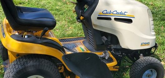 club cadet mower for Sale in Winter Haven,  FL