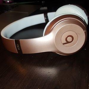 Apple Beats Solo Wireless Bluetooth