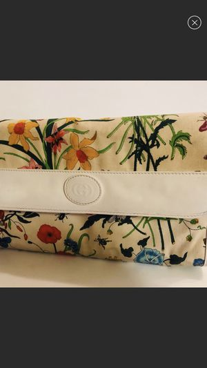 VTG Authentic Gucci Flower Flora Floral Butterfly purse for Sale in Palm Springs, CA