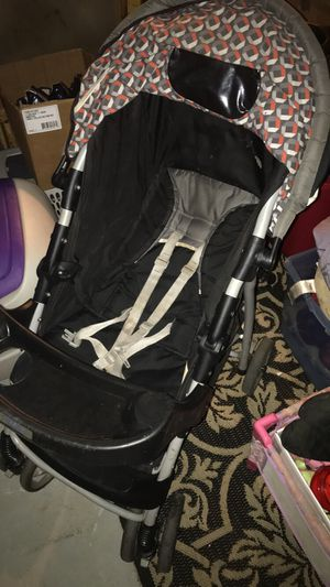 Graco stroller with tray for Sale in Appleton, WI