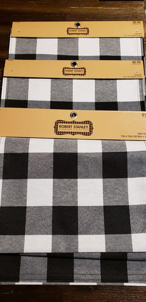 New buffalo checkered table runner and 4 placemats for Sale in Orange Cove, CA