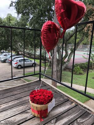 Flowers and balloons 🎈 🌹🌹🌹 for Sale in Houston, TX