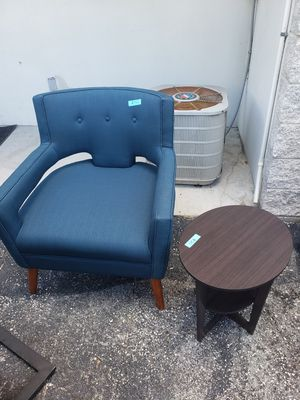 Azure Upholstered Fabric Arm Chair for Sale in Lutz, FL