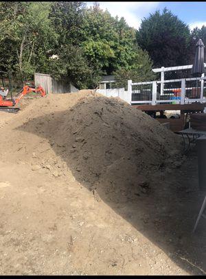 Free Fill dirt * I'll Load** for Sale in Kirkland, WA