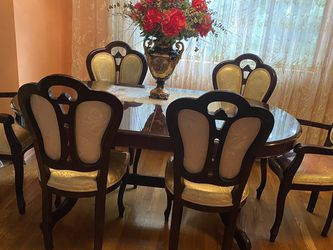 Dining Room Table With 6 Chairs for Sale in Beverly Hills,  CA