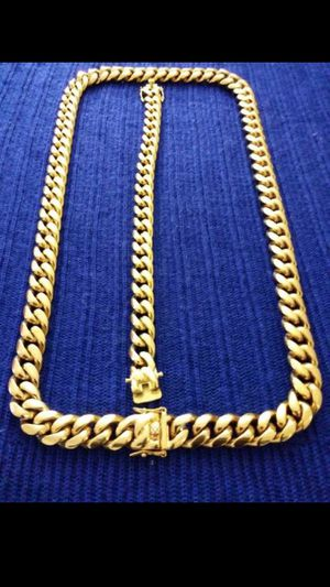 $120.... 14k gold plated cuban link chain and bracelet set..... Shipping 🛫✈️🛬 and delivery🚗💭💭 for Sale in Fort Lauderdale, FL