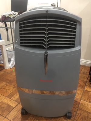 Honeywell Indoor Portable Evaporative Cooler with Fan and Humidifier Carbon Dust Filer and Remote Control for Sale in Los Angeles, CA