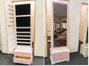 Accessories Stand mirror for Sale in Orlando, FL
