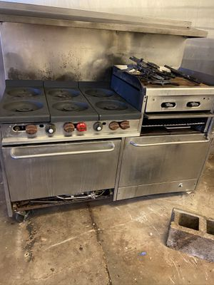 Commercial stove w/ flat top grill attachment for Sale in St. Louis, MO