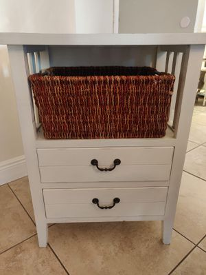 Small stand with 2 drawers and a basket shelf for Sale in Aventura, FL
