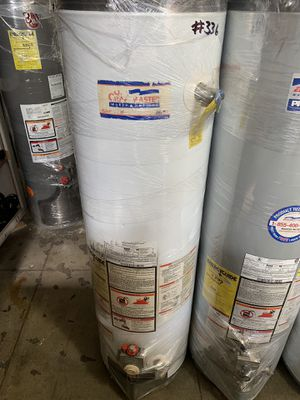 Water heater 30 galones 6 meses de garantía for Sale in Commerce, CA