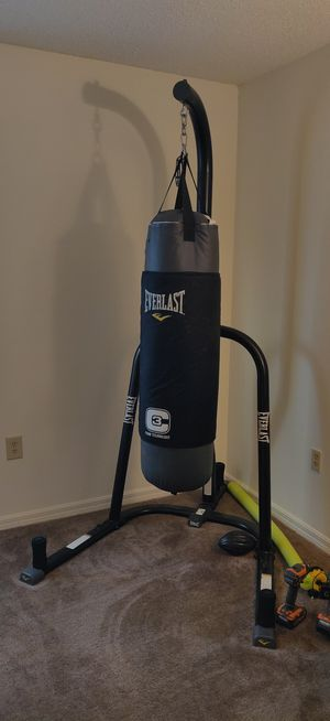 100 pound punching bag with stand for Sale in Kissimmee, FL