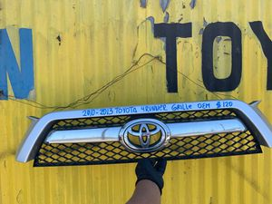 2010-2011-2012-2013 TOYOTA 4 RUNNER GRILLE OEM for Sale in Gardena, CA