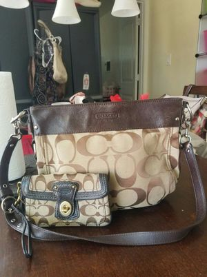 Coach crossbody purse and wrislet wallet bundle (used) for Sale in Lincoln Acres, CA