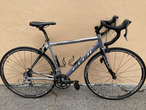 Fuji road bike,50 cm, forks carbon and aluminum frame, barely used for Sale in Pompano Beach, FL