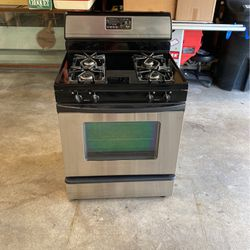 Whirlpool Gas Range Super Capacity 465 Accubake System for Sale in Brea,  CA