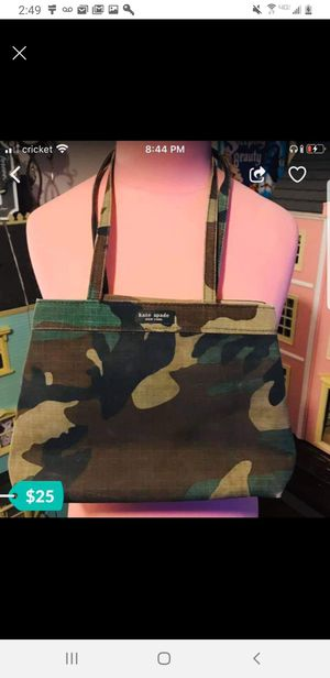 Medium to small camo purse for Sale in Phoenix, AZ