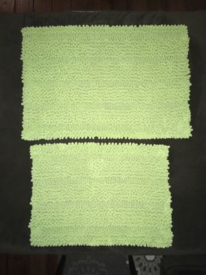 Bathroom rugs, Better homes and Gardens, green, set of 2 for Sale in Linden, VA