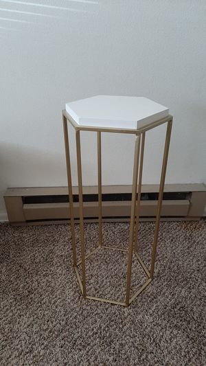 Side table for Sale in Colorado Springs, CO