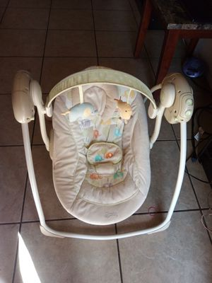 Snuggle swing in good condition for Sale in Mesa, AZ