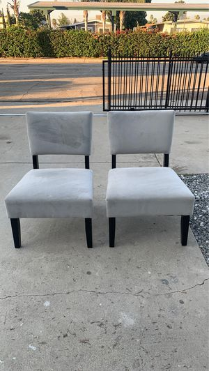 Small couch and chairs for Sale in Pomona, CA