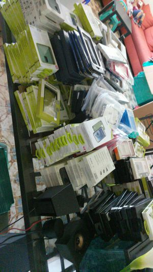 Cellphone Case lot more than 2,000 brand New for Sale in Miami, FL