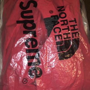 Supreme X Northface Jacket (Medium) for Sale in Las Vegas, NV
