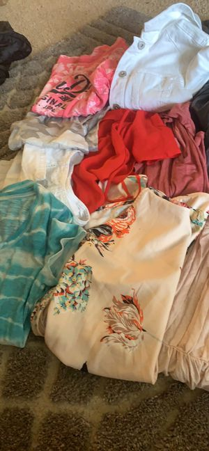 CLOTHING LOT SMALL AND MEDIUM SIZES for Sale in Puyallup, WA