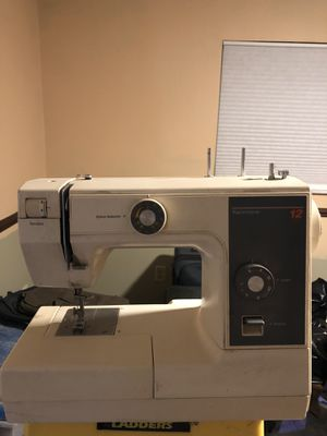 Kenmore sewing machine for Sale in Miami Gardens, FL