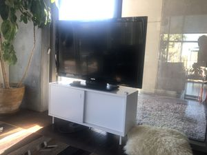 Simple white tv stand for Sale in Las Vegas, NV