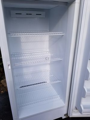 Frigidaire Signature Series 16 cubic foot Upright Freezer Frost Free and comes with the KEY for Sale in Schaumburg, IL