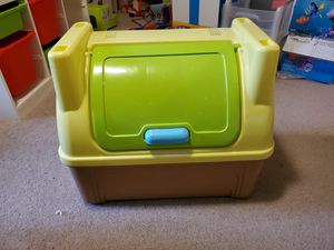*Free* Small Child's Toybox for Sale in Oregon City, OR
