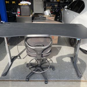 TA NOKODA Office desk Sit Or Stand With Chair Included for Sale in Corona, CA