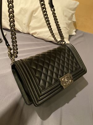 Chanel boy flap bag quilted lambskin medium for Sale in Chicago, IL