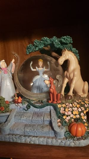Cinderella snow globe with music for Sale in Riverside, CA