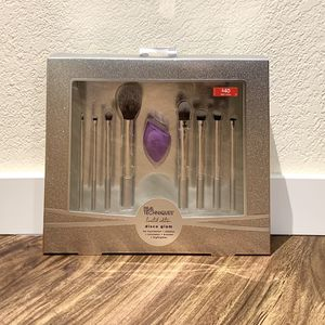 Real Techniques Makeup Brush Set for Sale in Bellevue, WA